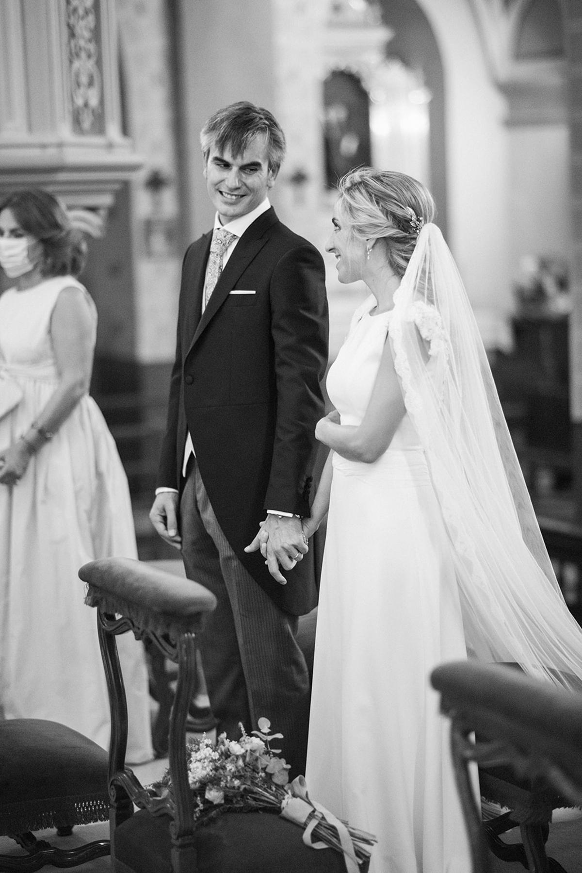 novio con chaqué boda mar y carlos